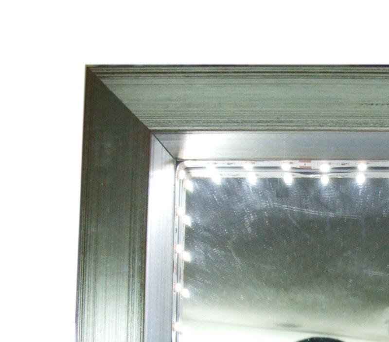 פינה של מראת איפור עם מנורות לדים